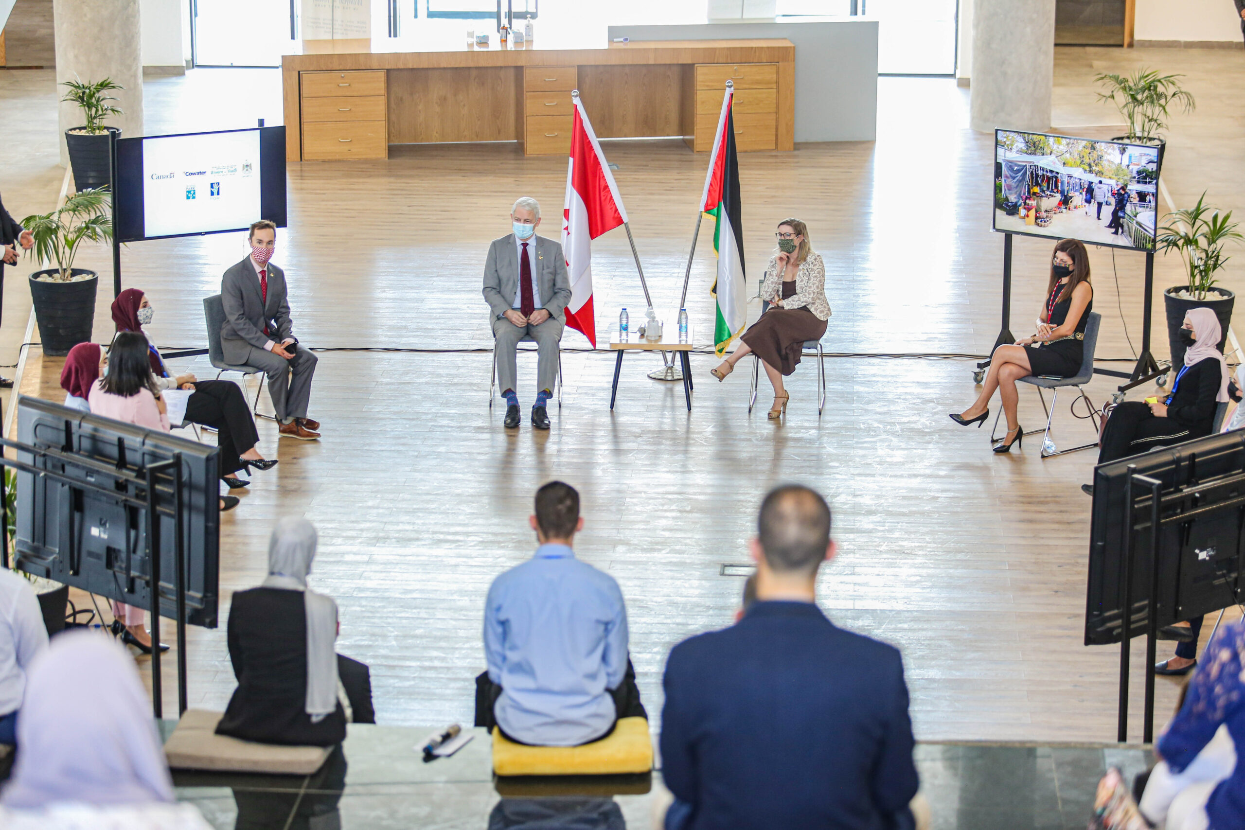Minister Garneau witnesses the innovative impact of Canadian international assistance in the West Bank